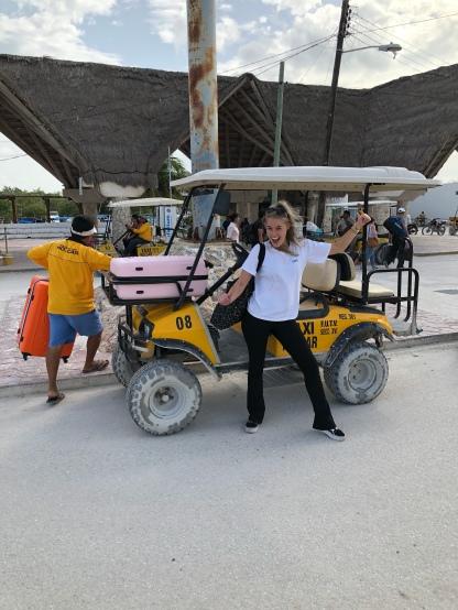 Opgehaald worden met een golfkar, super leuk!