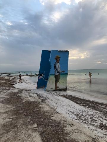 Zelfs op het strand vind je muurschilderingen.