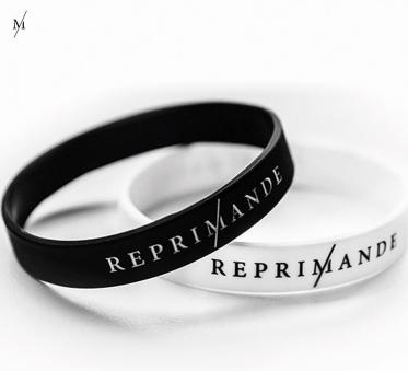 Van elk armbandje dat Reprimande verkoopt, gaat er een euro naar het goede doel.