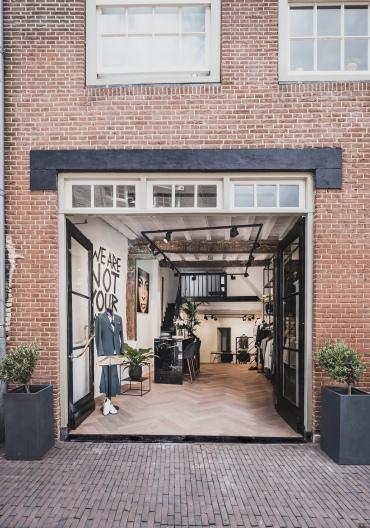 De deuren van L'Atelier Den Bosch staan open.