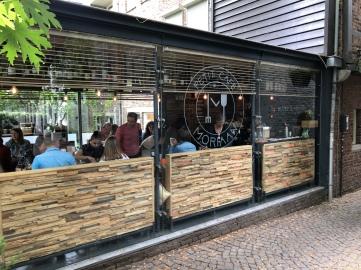 Petit café Moriaan.